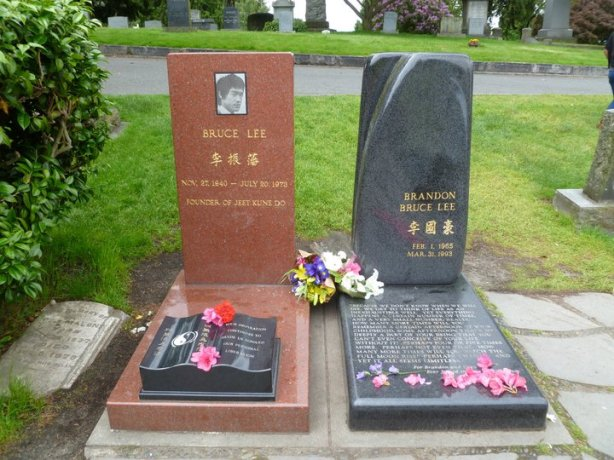 Bruce Lee Brandon Lee Grave Lake View Cemetery Seattle