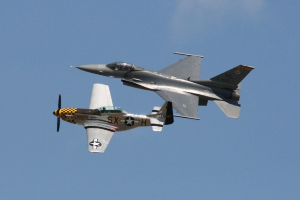 TP-51 Mustang & F-16 Fighting Falcon